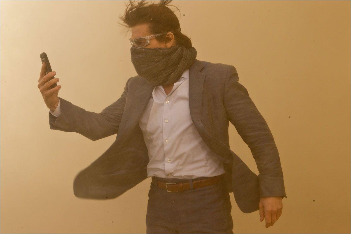 http://www.newkidsonthegeek.com/wp-content/uploads/2011/12/Mission-impossible-protocole-fantôme-Tom-Cruise-dans-le-désert.jpg