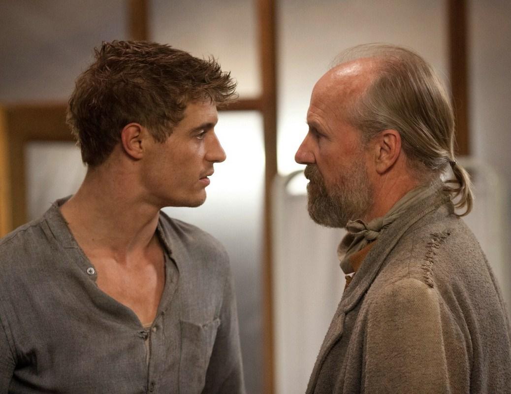 Max Irons face à William Hurt
